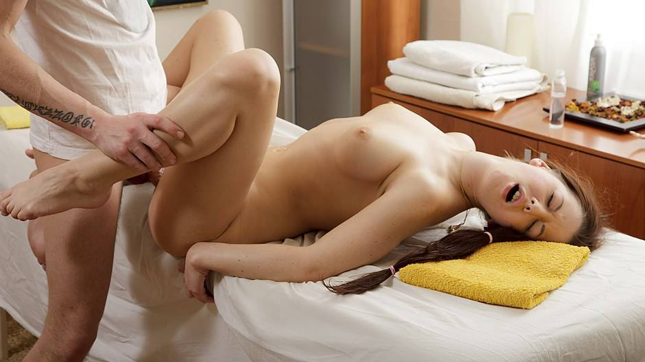 This babe drools cum after an erotic massage