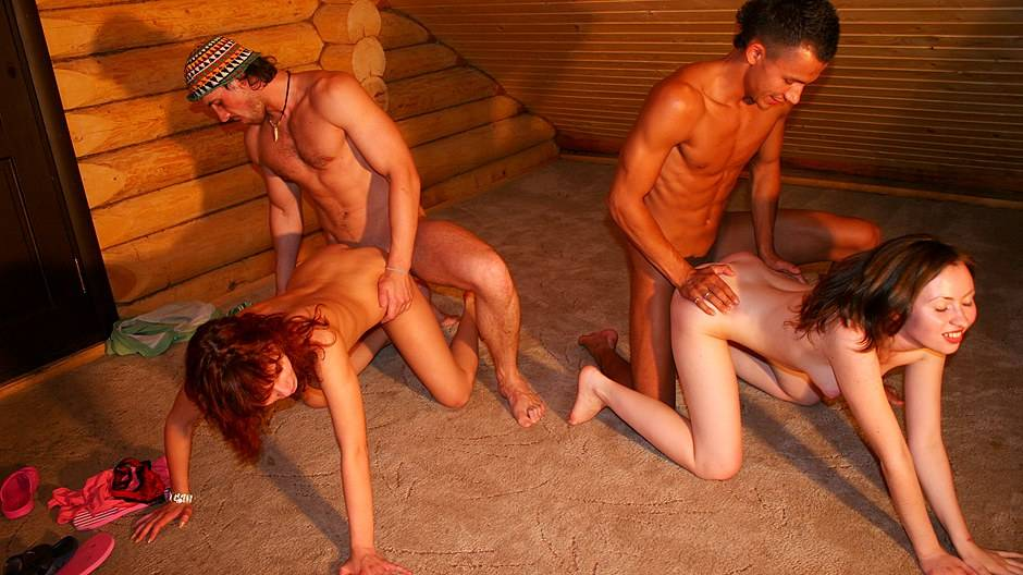 Nude students have a blast in a rented cottage