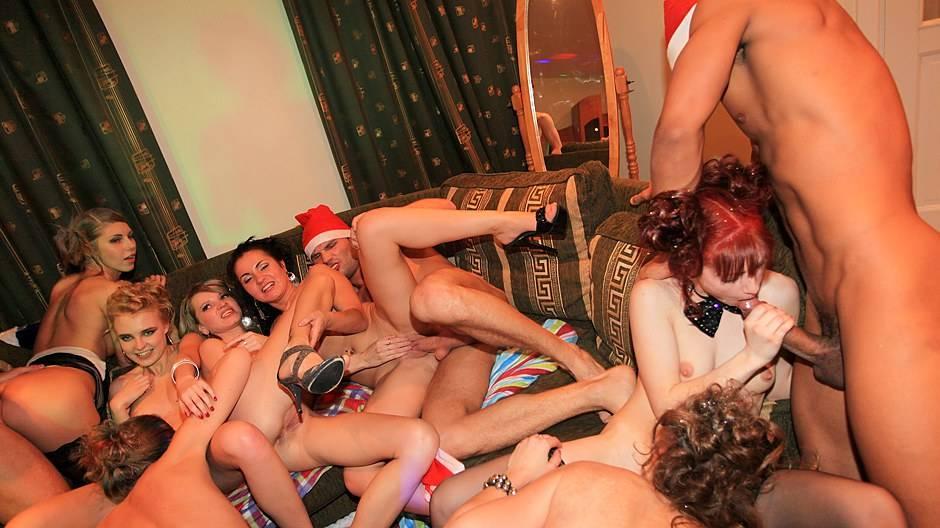 Секс вечеринки на выходных в с-петербурге достигшим