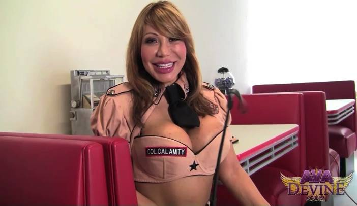 Ava Devine Solo play Interview In Diner