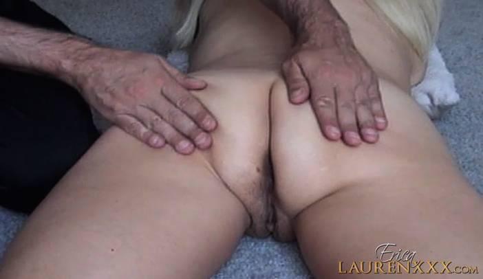 Erica Lauren Gets Full Butt Massage