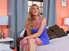 Getting to know Lynn, the hot housewife