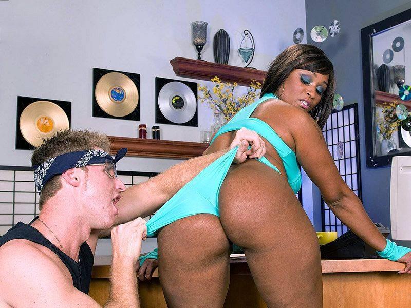 Hoochie On Her Hustle