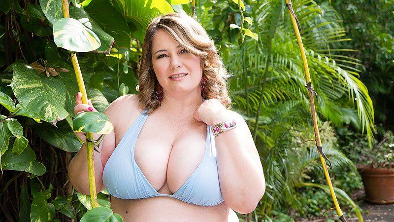 Plumper Pool Party with CJ Woods