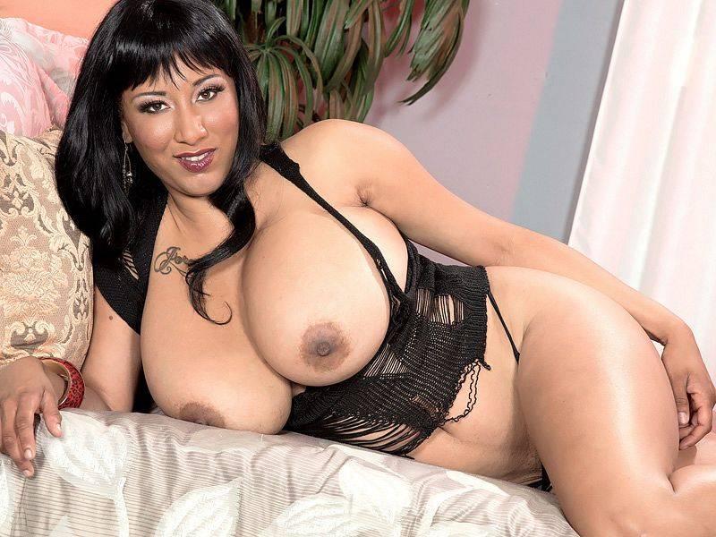 Meet Danni Lynne Monster Tits