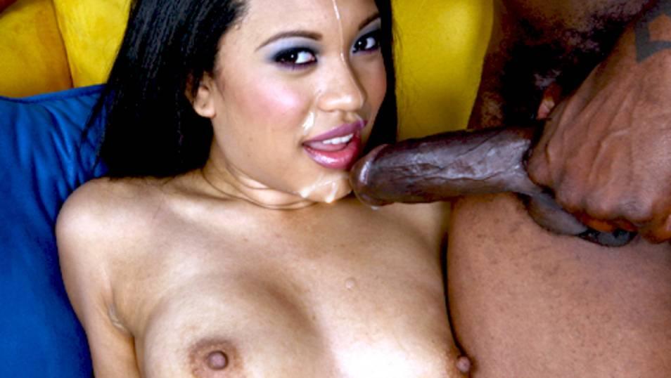 Rhianna tries porn and performs like a star