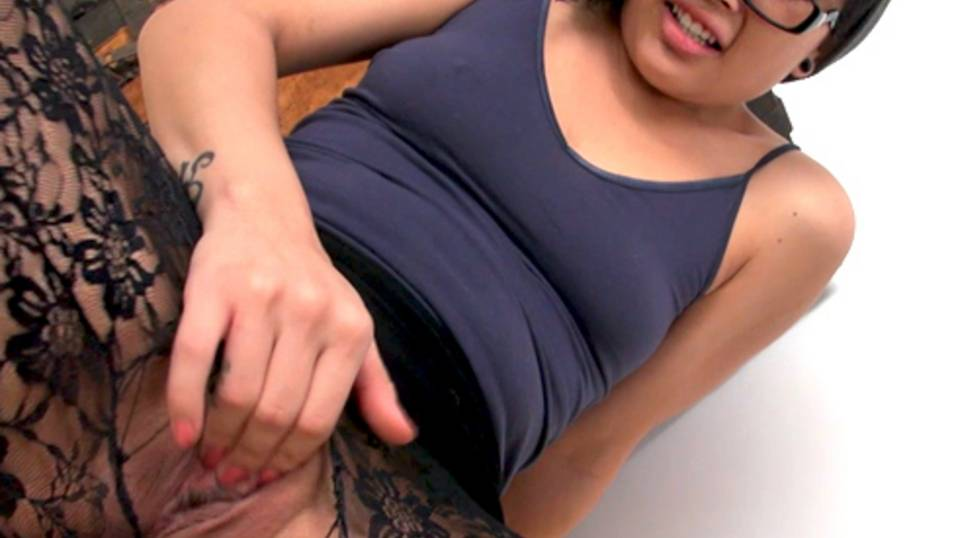 When Kami wanna play with her wet pussy ,nothing can stop her, not even her pantyhose!