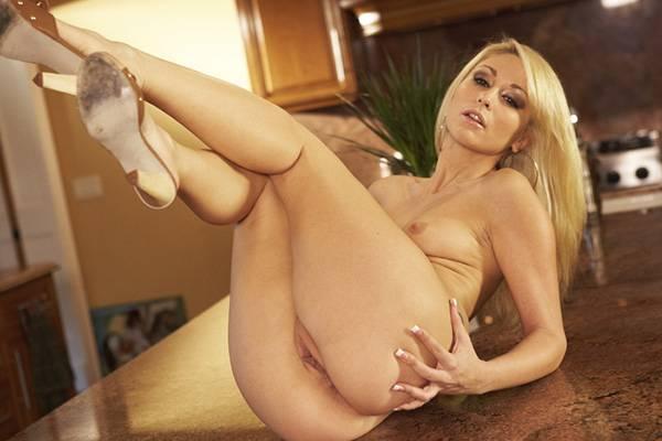 Stripper – Monique Alexander