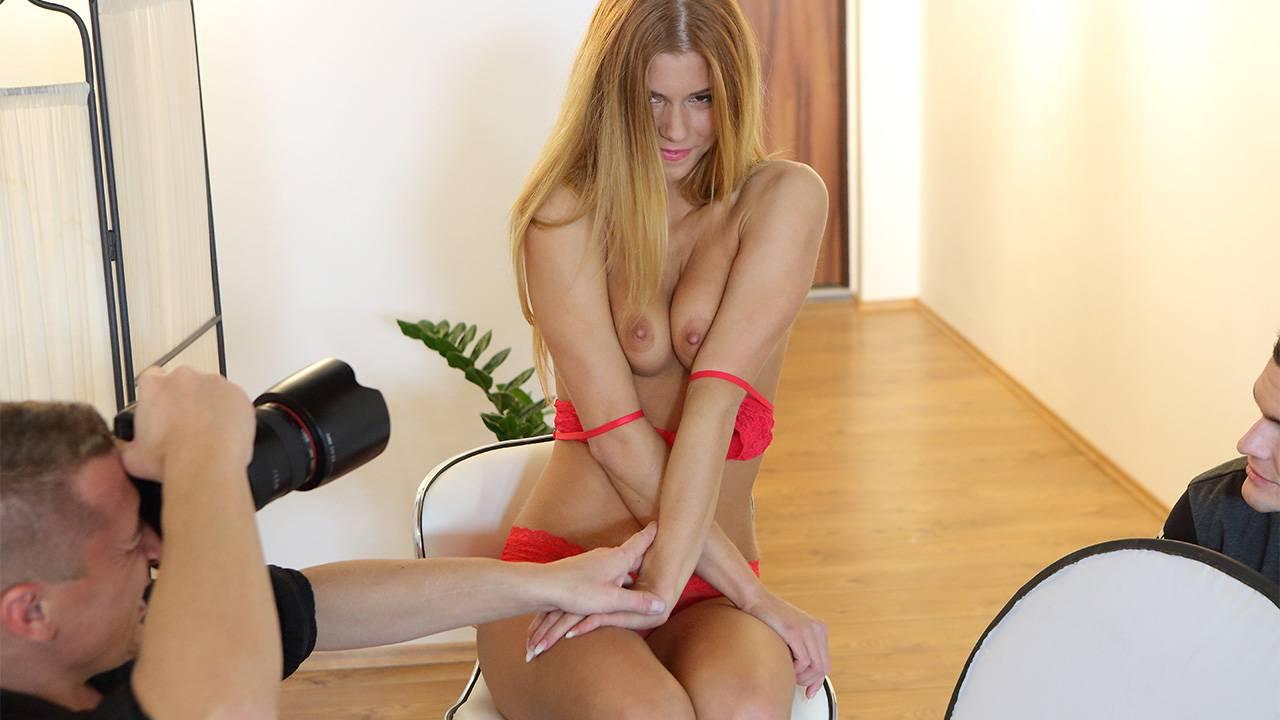 Redhead in MMF threesome