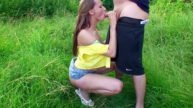 Outdoor sex movie with threesome