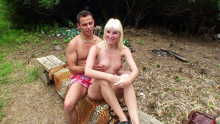 Babe got suntanned topless