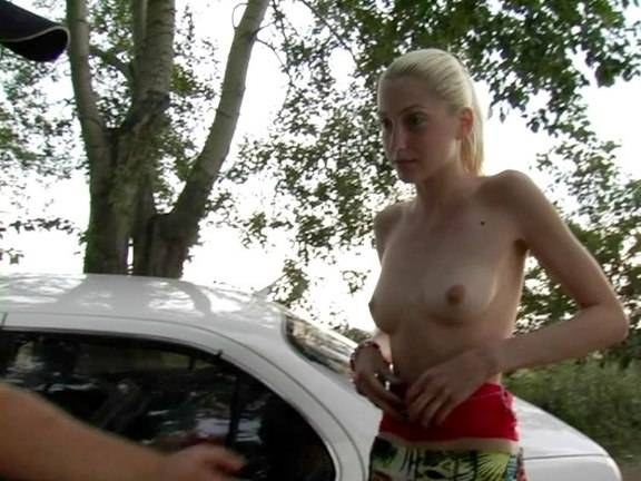 Blonde amateur shows her nude body for cash