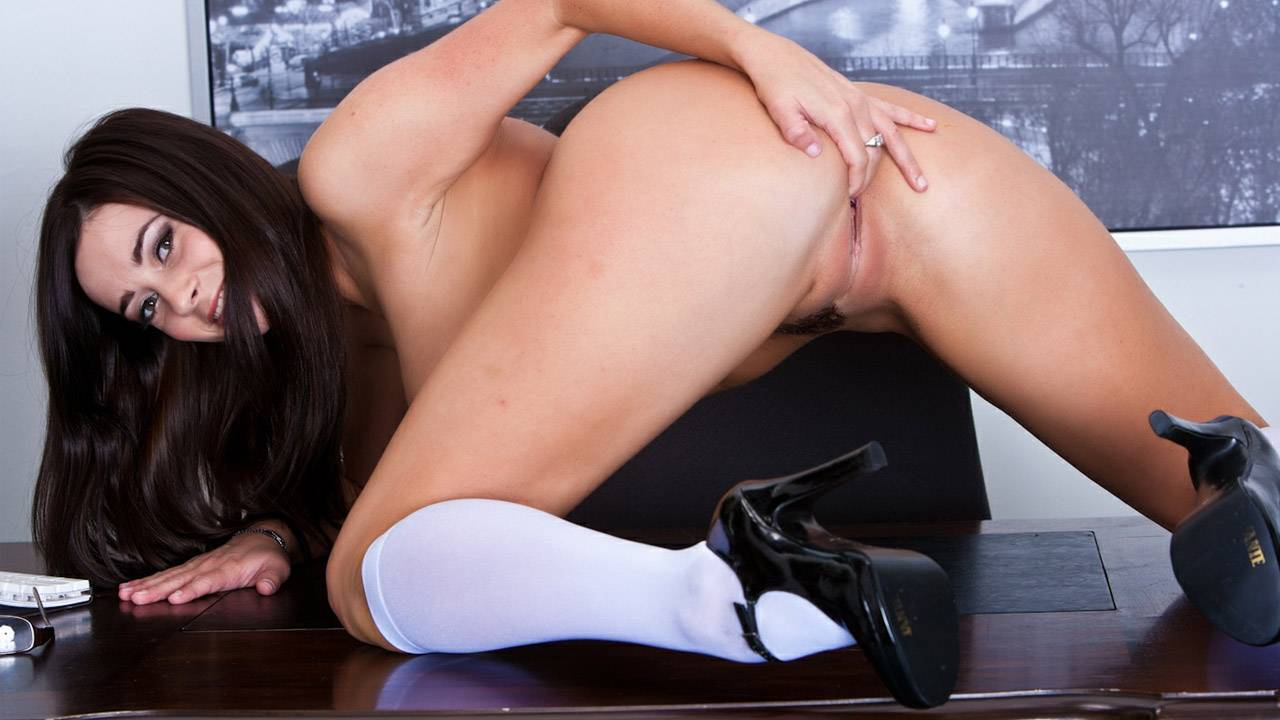 Taylor Vixen Is Sexy Office Secretary