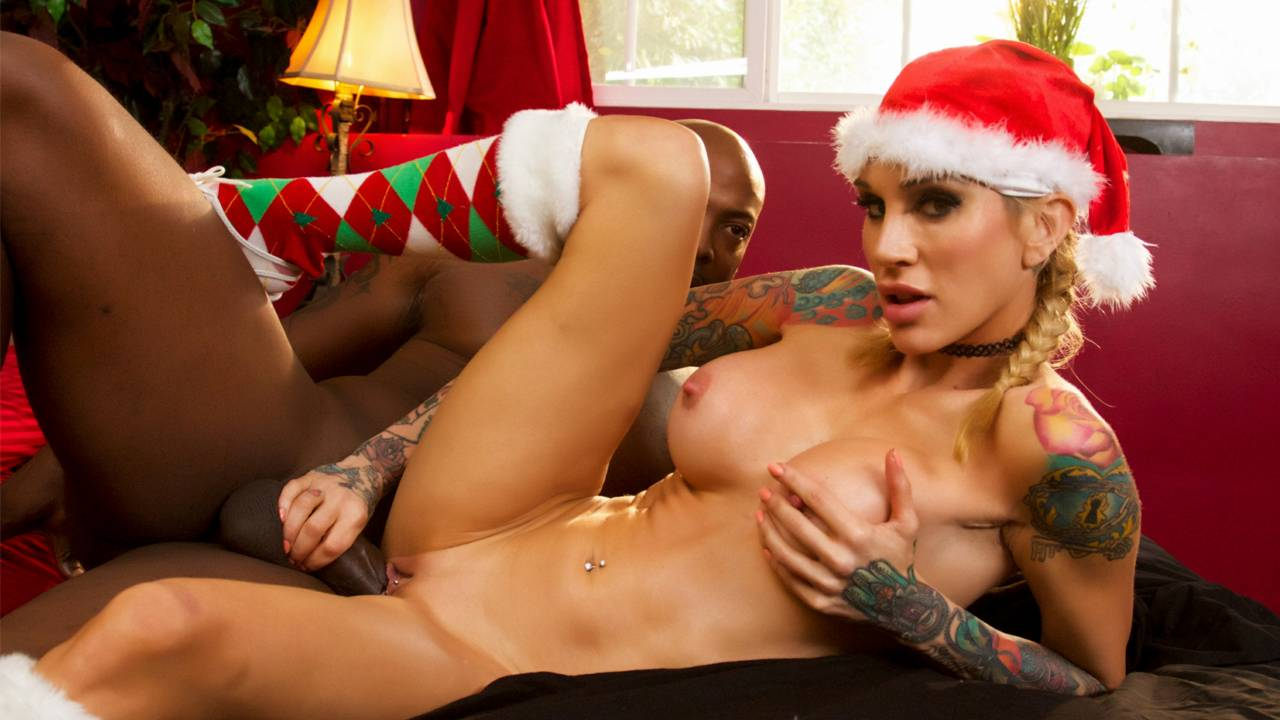 Sarah Jessie fucks Nat Turnher on Christmas