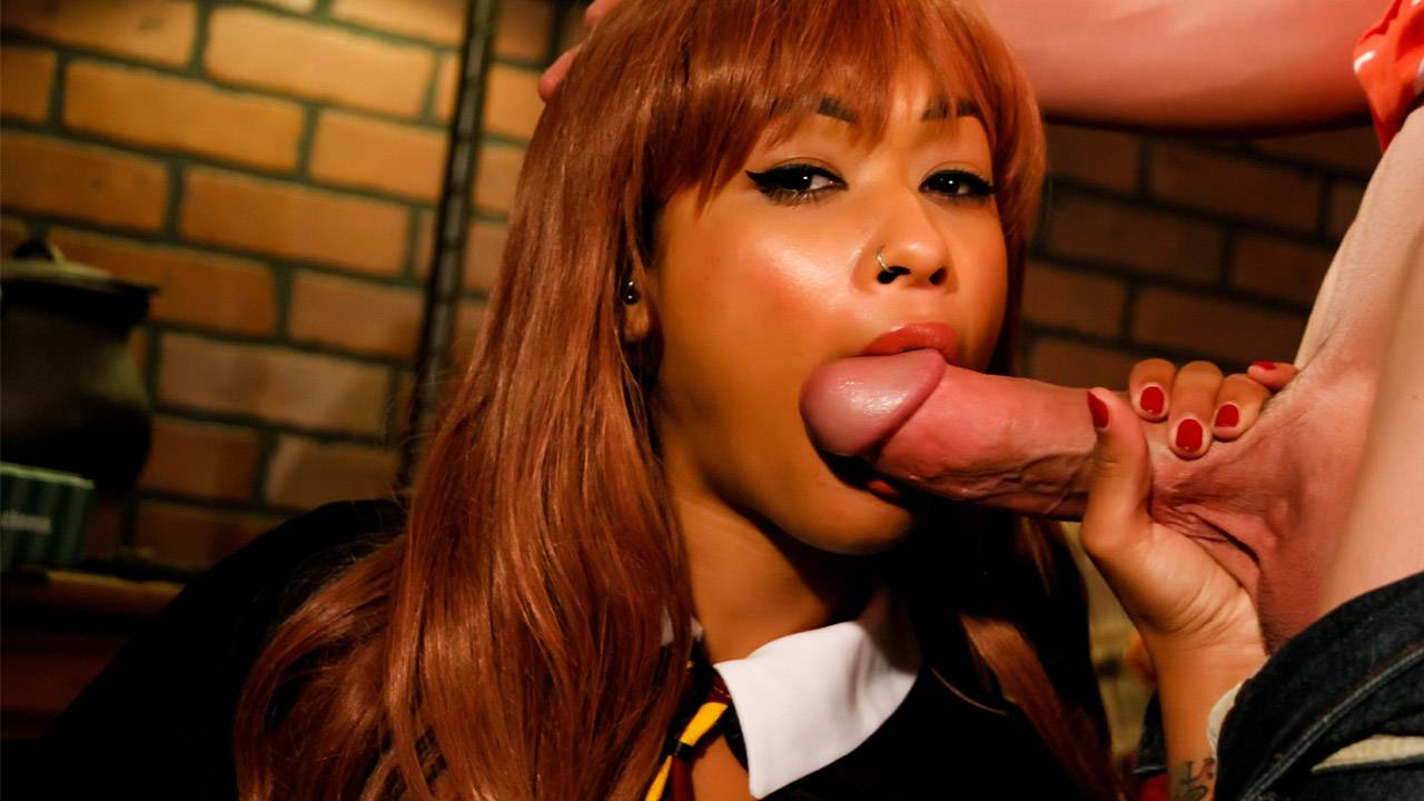 Skin Diamond dressed as Harry Potter