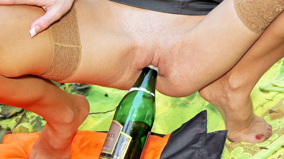 больше никогда девушка села на шампанское порно только